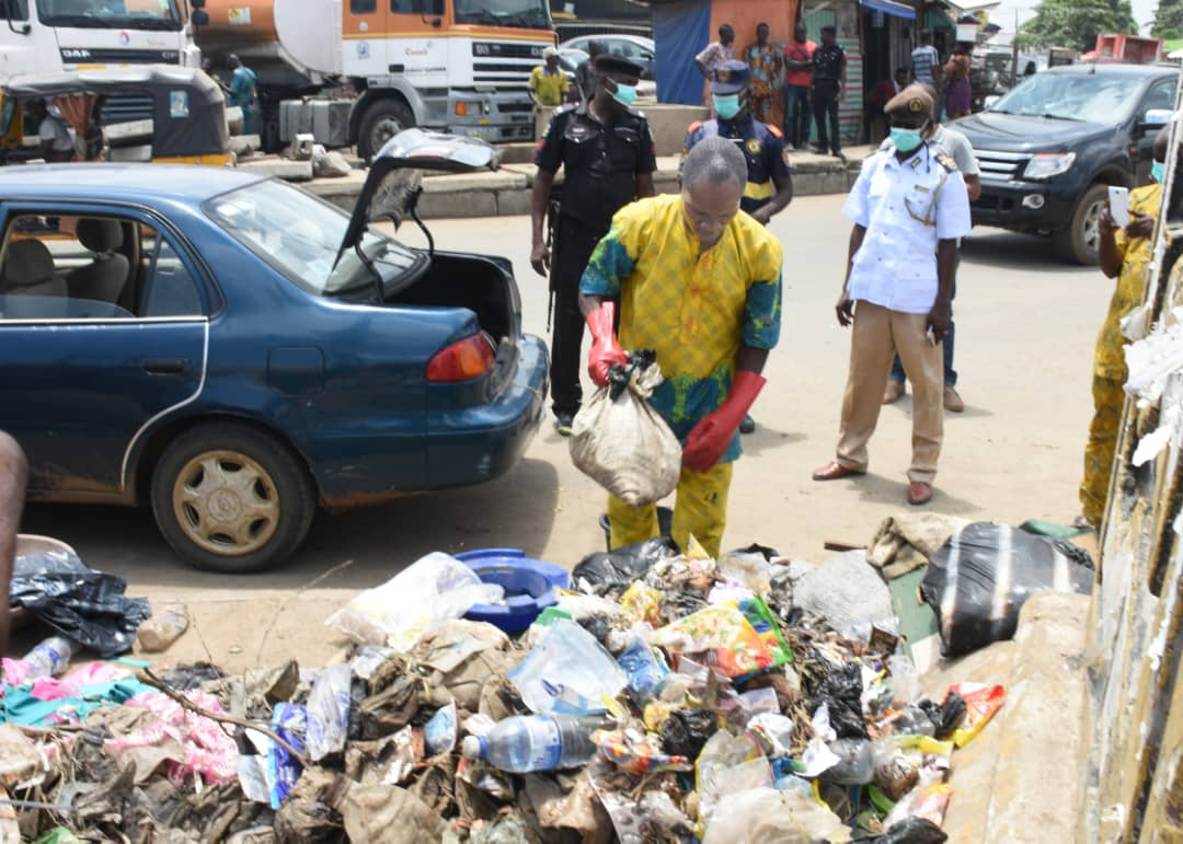man packs refuse into car